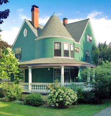 It was with great satisfaction that we restored this Belmont MA  turn-of-the-century Victorian to its original glory. The old aluminum siding hid the original architectual details and detracted from the home's value. We restored it to the original design u