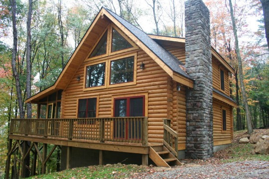 Stay in one of our 14 log cabins located in Hocking Hills!  Cabin Pictured: Oak Valley.