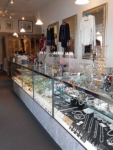 Wide selection of different jewelry!
